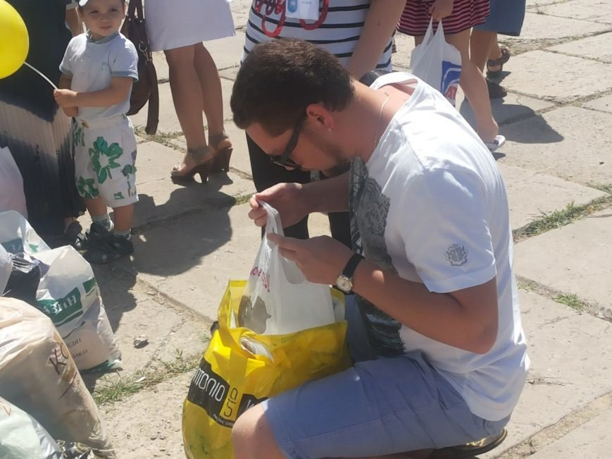 Мариупольцы собрали для беженцев из Славянска и Краматорска одежду, еду и медикаменты (ФОТОРЕПОРТАЖ), фото-12