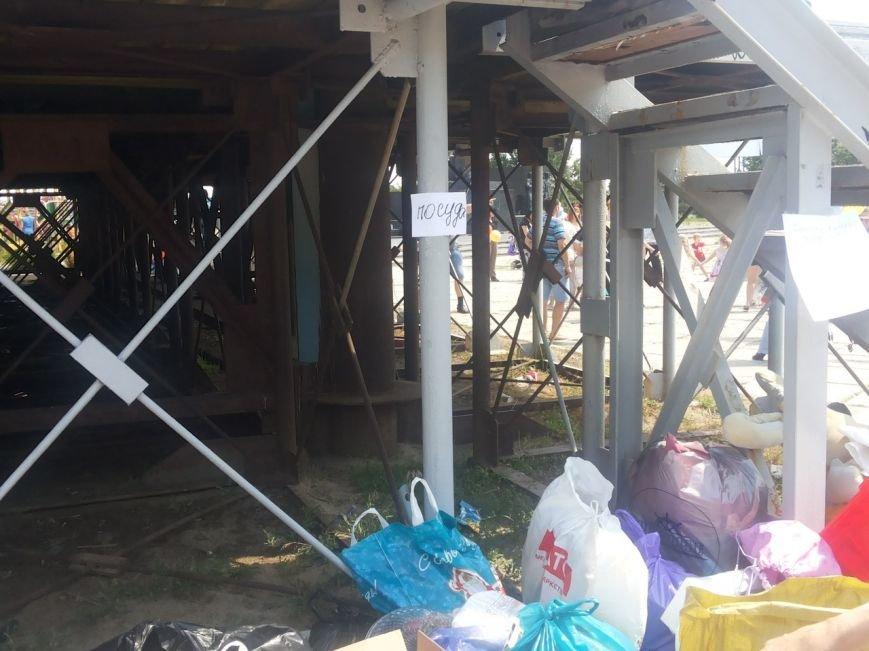 Мариупольцы собрали для беженцев из Славянска и Краматорска одежду, еду и медикаменты (ФОТОРЕПОРТАЖ), фото-2