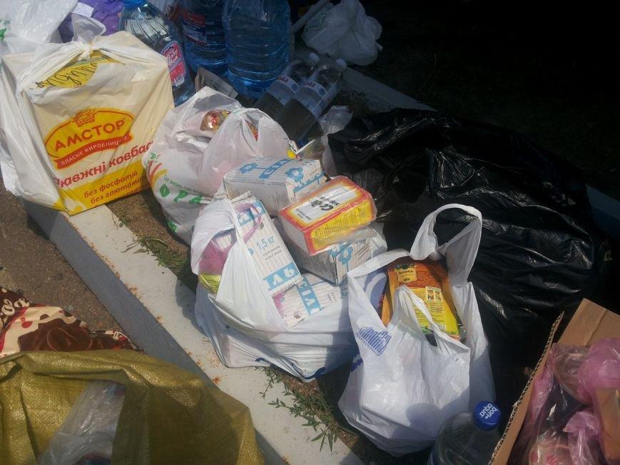 Мариупольцы собрали для беженцев из Славянска и Краматорска одежду, еду и медикаменты (ФОТОРЕПОРТАЖ), фото-14