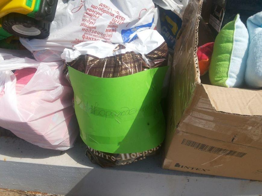 Мариупольцы собрали для беженцев из Славянска и Краматорска одежду, еду и медикаменты (ФОТОРЕПОРТАЖ), фото-32