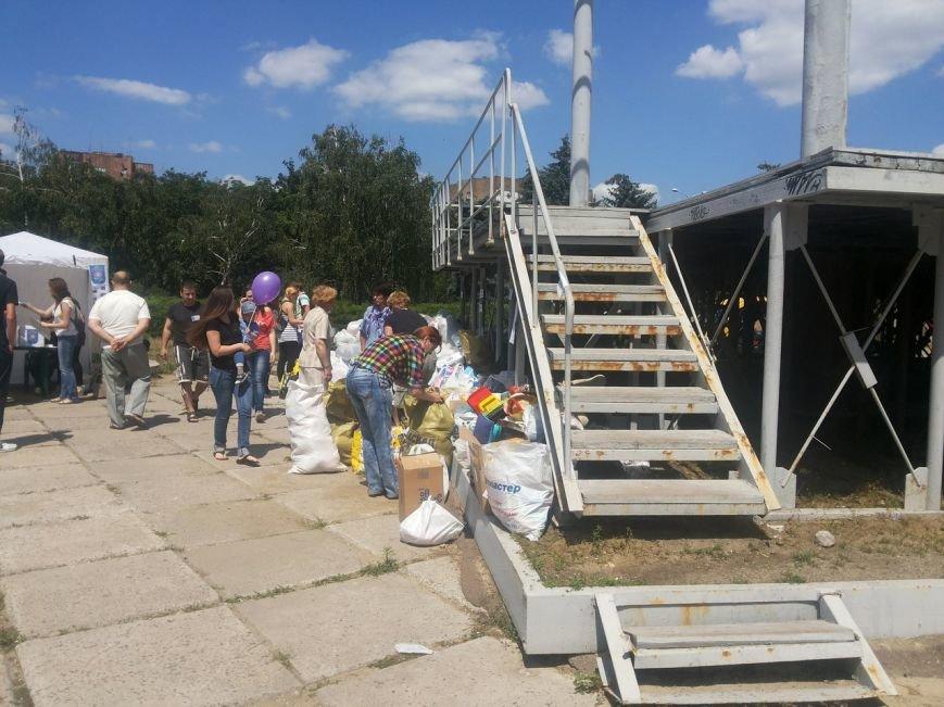 Мариупольцы собрали для беженцев из Славянска и Краматорска одежду, еду и медикаменты (ФОТОРЕПОРТАЖ), фото-27