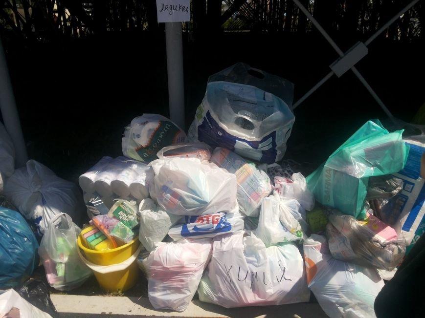 Мариупольцы собрали для беженцев из Славянска и Краматорска одежду, еду и медикаменты (ФОТОРЕПОРТАЖ), фото-33