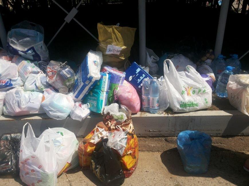Мариупольцы собрали для беженцев из Славянска и Краматорска одежду, еду и медикаменты (ФОТОРЕПОРТАЖ), фото-18