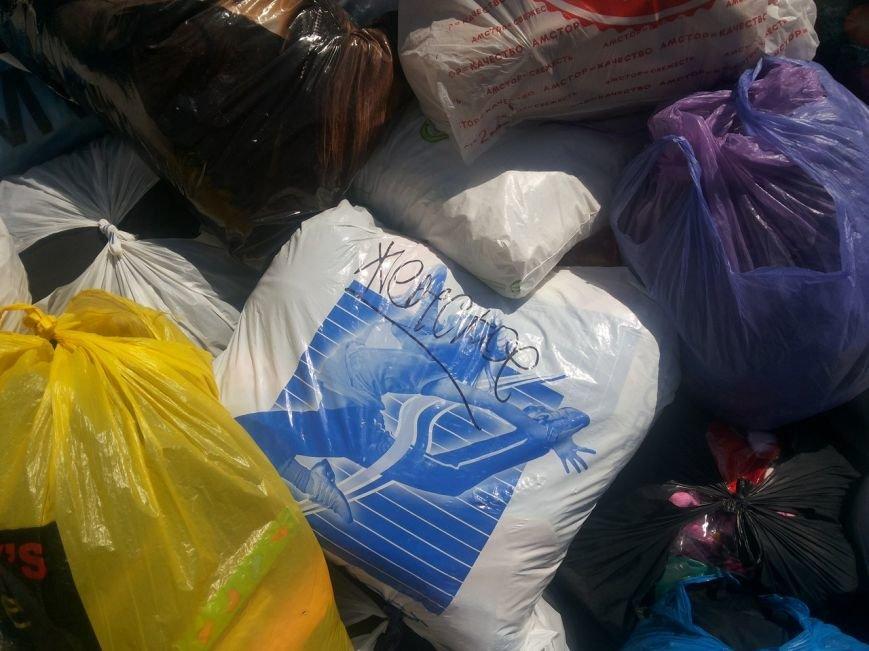 Мариупольцы собрали для беженцев из Славянска и Краматорска одежду, еду и медикаменты (ФОТОРЕПОРТАЖ), фото-30