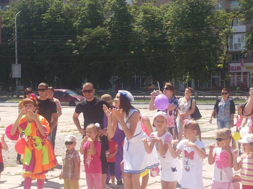 Мариупольцы собрали для беженцев из Славянска и Краматорска одежду, еду и медикаменты (ФОТОРЕПОРТАЖ), фото-6