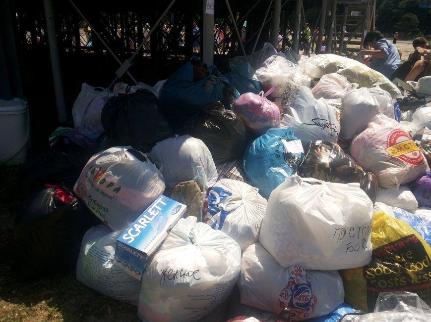 Мариупольцы собрали для беженцев из Славянска и Краматорска одежду, еду и медикаменты (ФОТОРЕПОРТАЖ), фото-16
