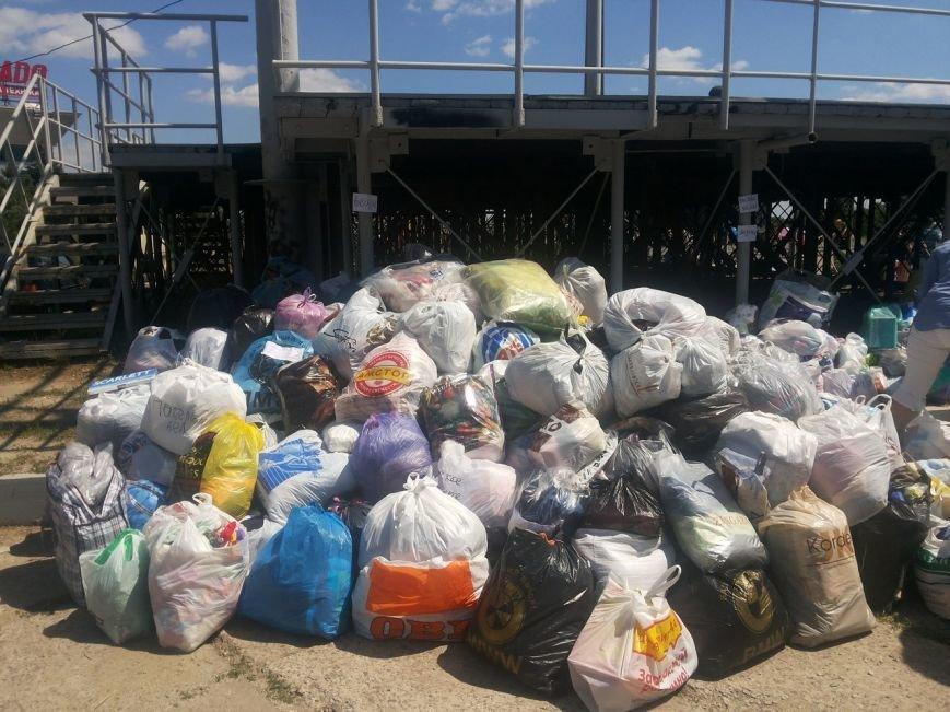 Мариупольцы собрали для беженцев из Славянска и Краматорска одежду, еду и медикаменты (ФОТОРЕПОРТАЖ), фото-26