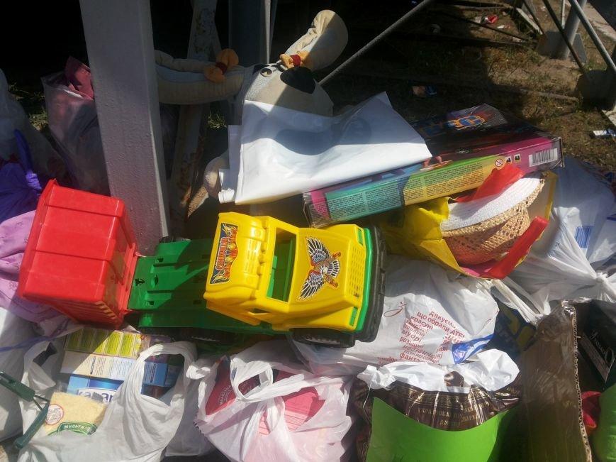 Мариупольцы собрали для беженцев из Славянска и Краматорска одежду, еду и медикаменты (ФОТОРЕПОРТАЖ), фото-34