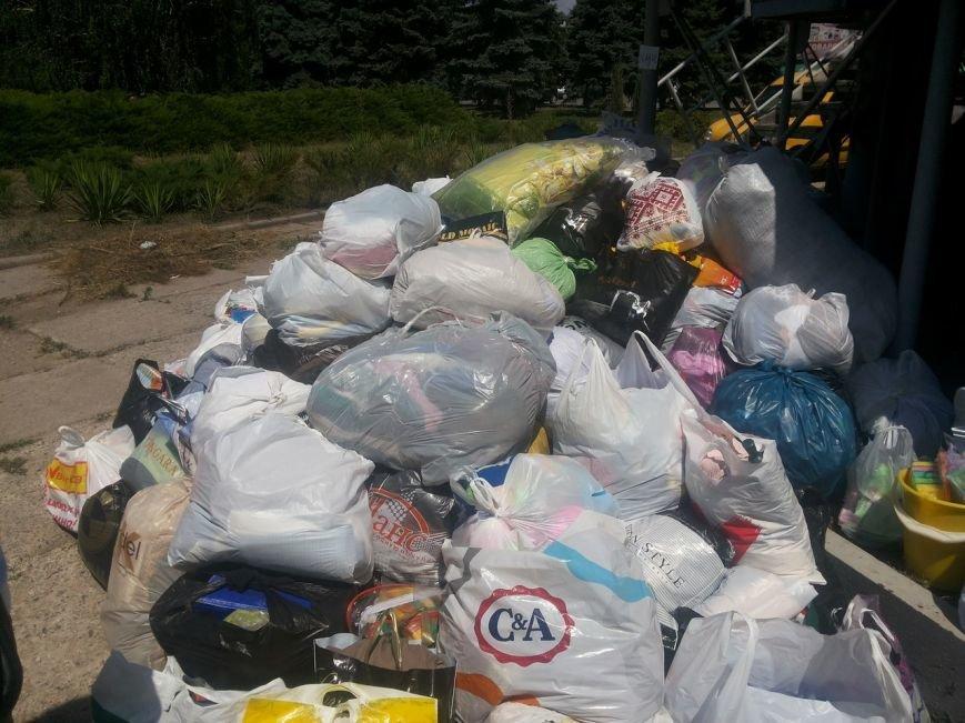 Мариупольцы собрали для беженцев из Славянска и Краматорска одежду, еду и медикаменты (ФОТОРЕПОРТАЖ), фото-25