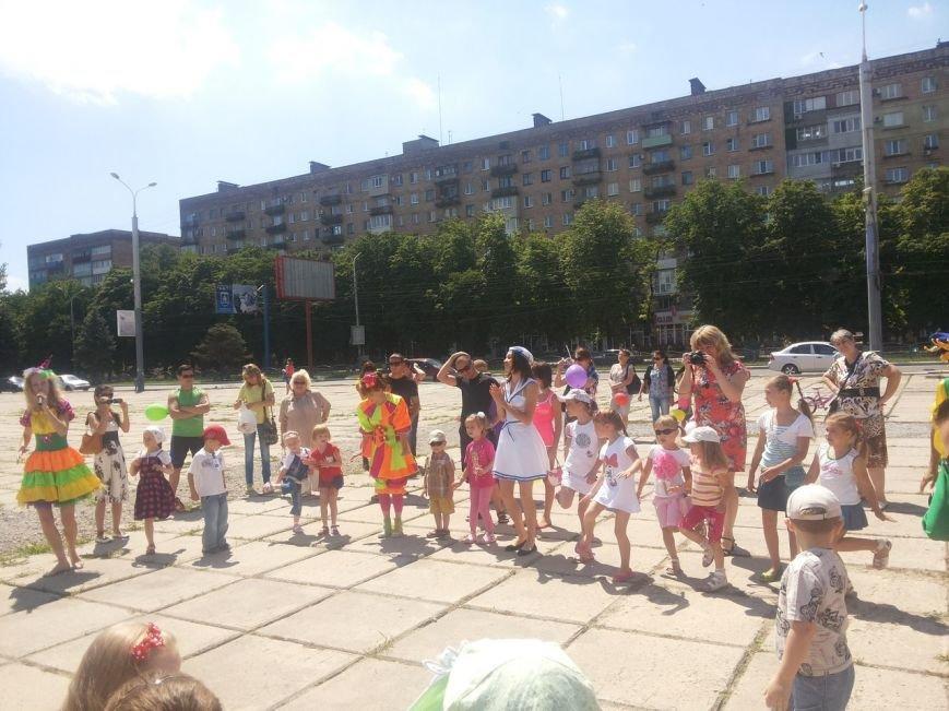 Мариупольцы собрали для беженцев из Славянска и Краматорска одежду, еду и медикаменты (ФОТОРЕПОРТАЖ), фото-23
