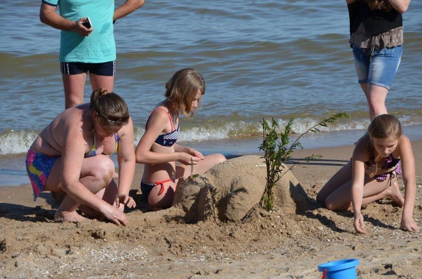 В Мариуполе на пляже жители лепили слона, черепаху, русалку и драматический театр (ФОТОРЕПОРТАЖ), фото-18