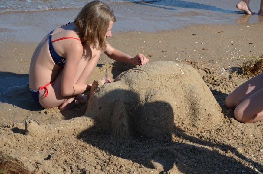 В Мариуполе на пляже жители лепили слона, черепаху, русалку и драматический театр (ФОТОРЕПОРТАЖ), фото-14