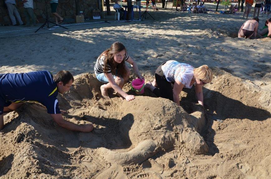 В Мариуполе на пляже жители лепили слона, черепаху, русалку и драматический театр (ФОТОРЕПОРТАЖ), фото-13