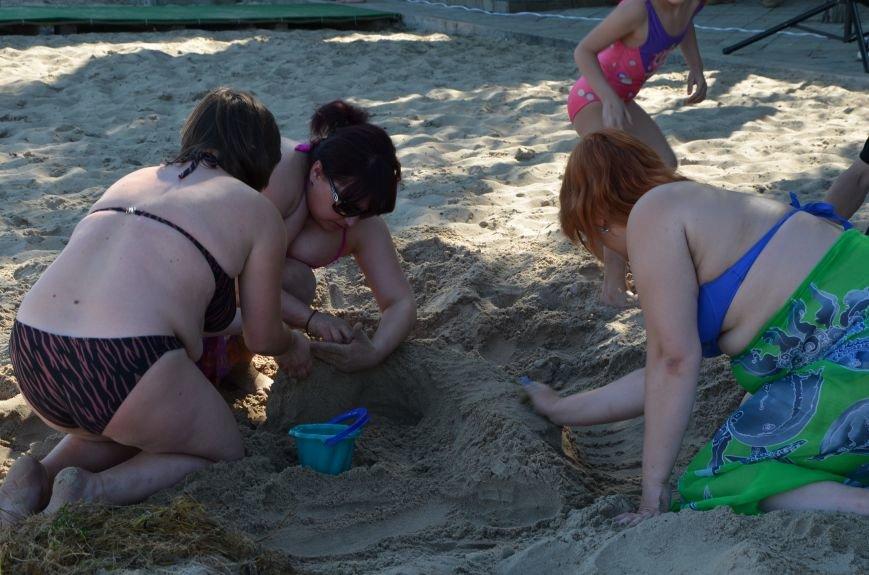В Мариуполе на пляже жители лепили слона, черепаху, русалку и драматический театр (ФОТОРЕПОРТАЖ), фото-10