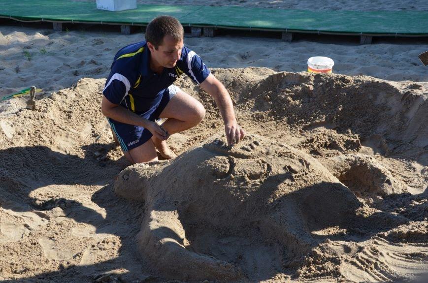В Мариуполе на пляже жители лепили слона, черепаху, русалку и драматический театр (ФОТОРЕПОРТАЖ), фото-33