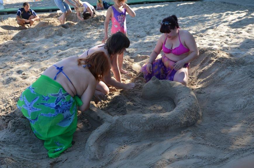 В Мариуполе на пляже жители лепили слона, черепаху, русалку и драматический театр (ФОТОРЕПОРТАЖ), фото-31