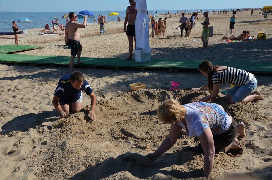 В Мариуполе на пляже жители лепили слона, черепаху, русалку и драматический театр (ФОТОРЕПОРТАЖ), фото-2