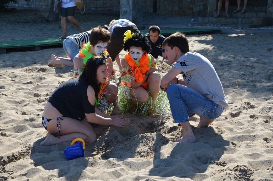 В Мариуполе на пляже жители лепили слона, черепаху, русалку и драматический театр (ФОТОРЕПОРТАЖ), фото-3