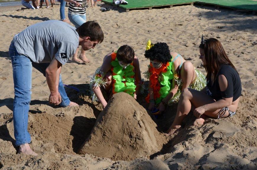 В Мариуполе на пляже жители лепили слона, черепаху, русалку и драматический театр (ФОТОРЕПОРТАЖ), фото-30
