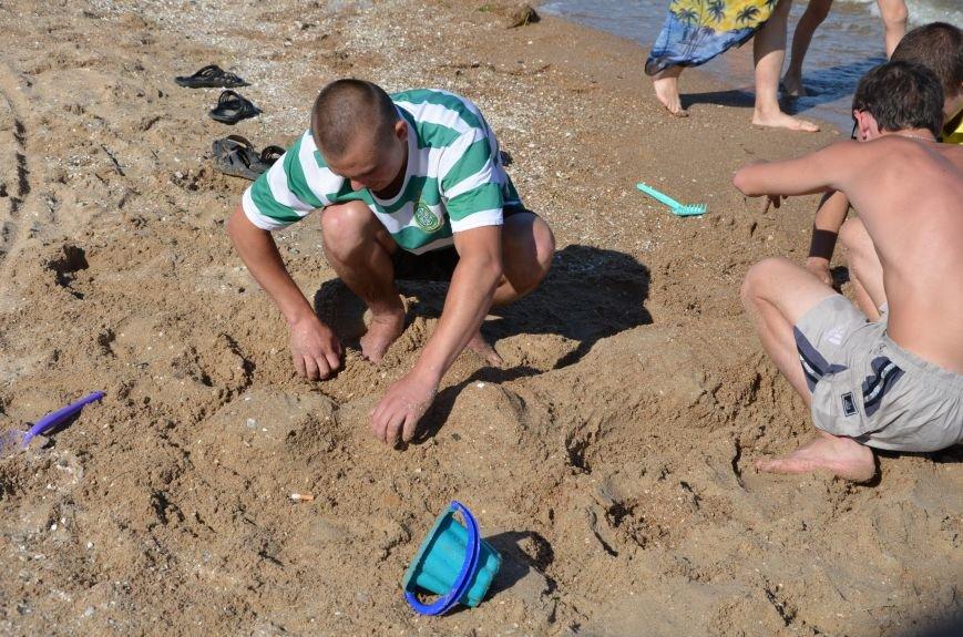 В Мариуполе на пляже жители лепили слона, черепаху, русалку и драматический театр (ФОТОРЕПОРТАЖ), фото-8