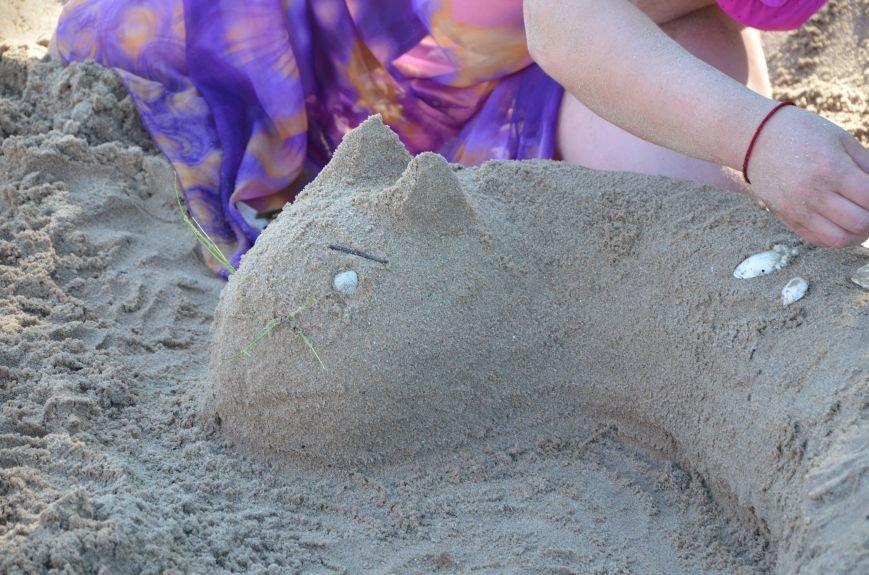 В Мариуполе на пляже жители лепили слона, черепаху, русалку и драматический театр (ФОТОРЕПОРТАЖ), фото-34