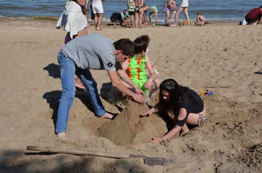 В Мариуполе на пляже жители лепили слона, черепаху, русалку и драматический театр (ФОТОРЕПОРТАЖ), фото-12