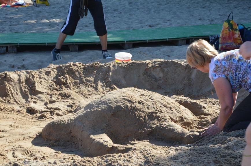 В Мариуполе на пляже жители лепили слона, черепаху, русалку и драматический театр (ФОТОРЕПОРТАЖ), фото-16