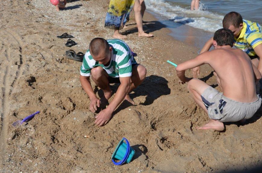 В Мариуполе на пляже жители лепили слона, черепаху, русалку и драматический театр (ФОТОРЕПОРТАЖ), фото-6