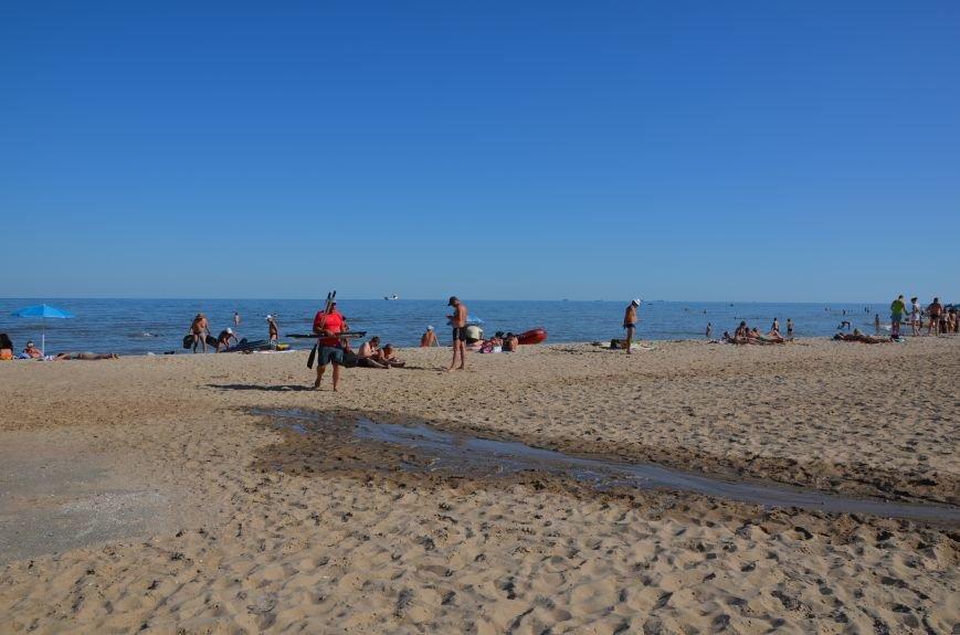 В Мариуполе порыв водопровода затопил пляж (Фотофакт), фото-2