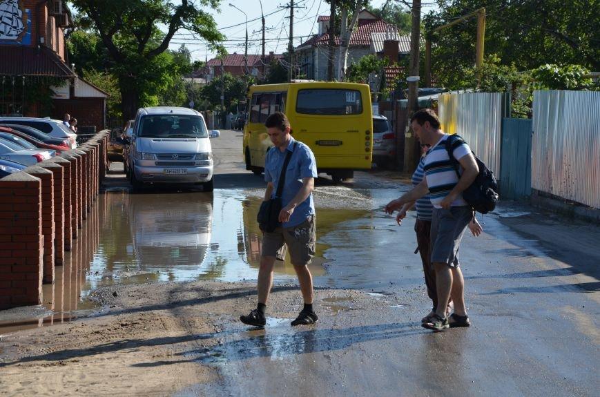 В Мариуполе порыв водопровода затопил пляж (Фотофакт), фото-3