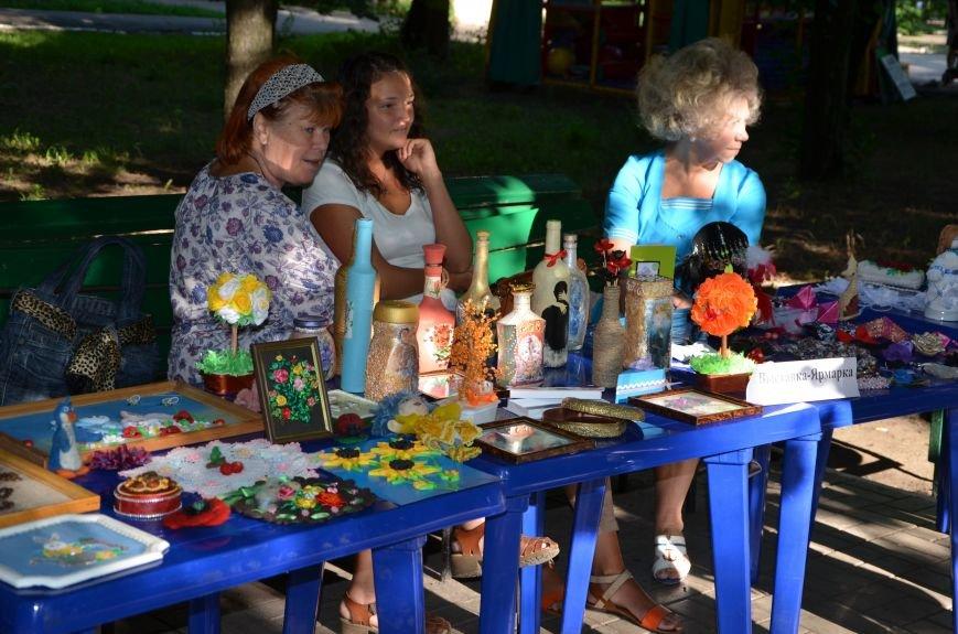 Мариупольские мастерицы показали своих кукол, украшения и расписные бутылки (ФОТО), фото-1