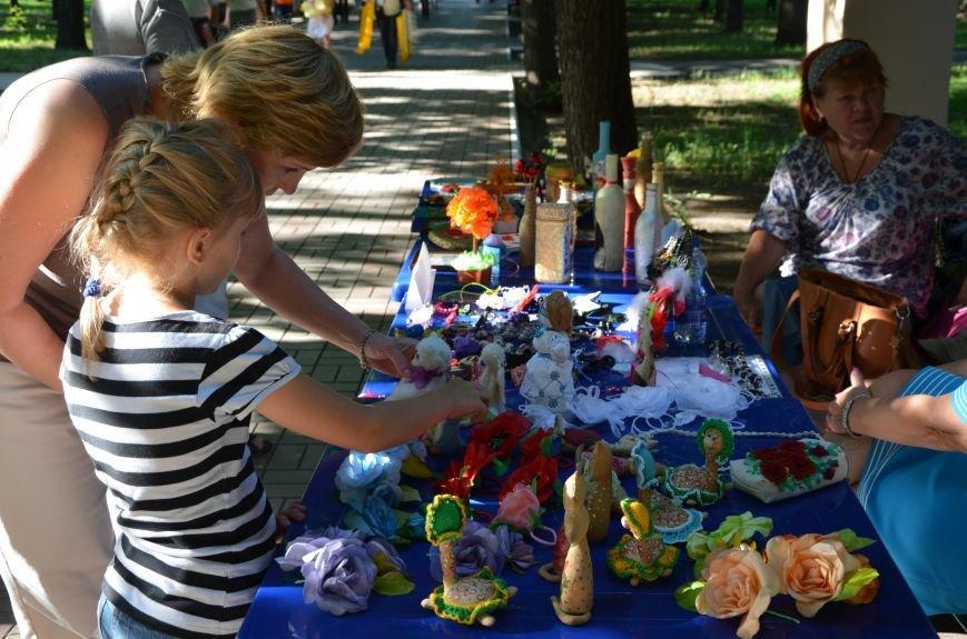 Мариупольские мастерицы показали своих кукол, украшения и расписные бутылки (ФОТО), фото-2