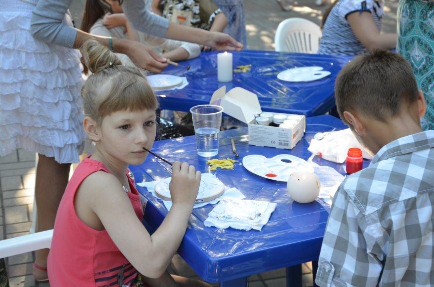 Мариупольские мастерицы показали своих кукол, украшения и расписные бутылки (ФОТО), фото-25