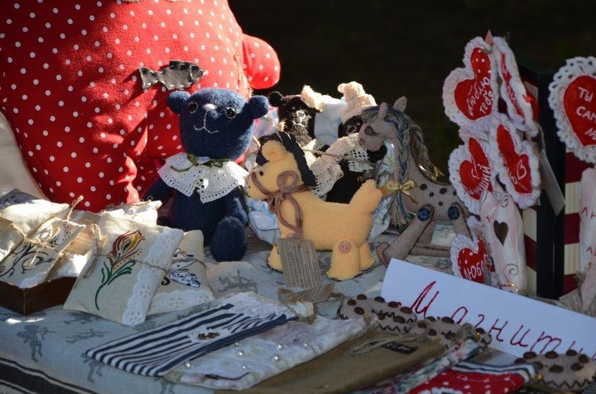 Мариупольские мастерицы показали своих кукол, украшения и расписные бутылки (ФОТО), фото-17