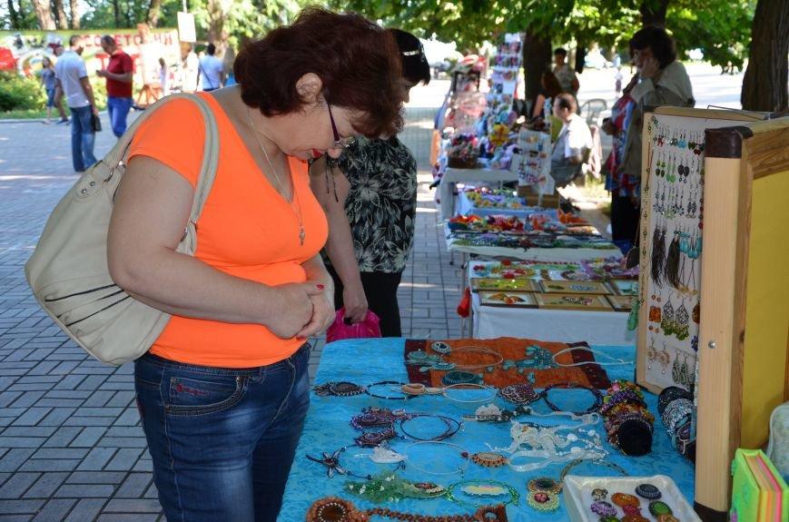 Мариупольские мастерицы показали своих кукол, украшения и расписные бутылки (ФОТО), фото-8
