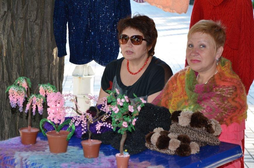 Мариупольские мастерицы показали своих кукол, украшения и расписные бутылки (ФОТО), фото-21