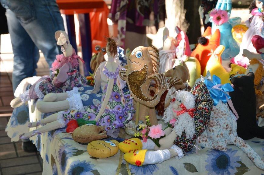 Мариупольские мастерицы показали своих кукол, украшения и расписные бутылки (ФОТО), фото-7