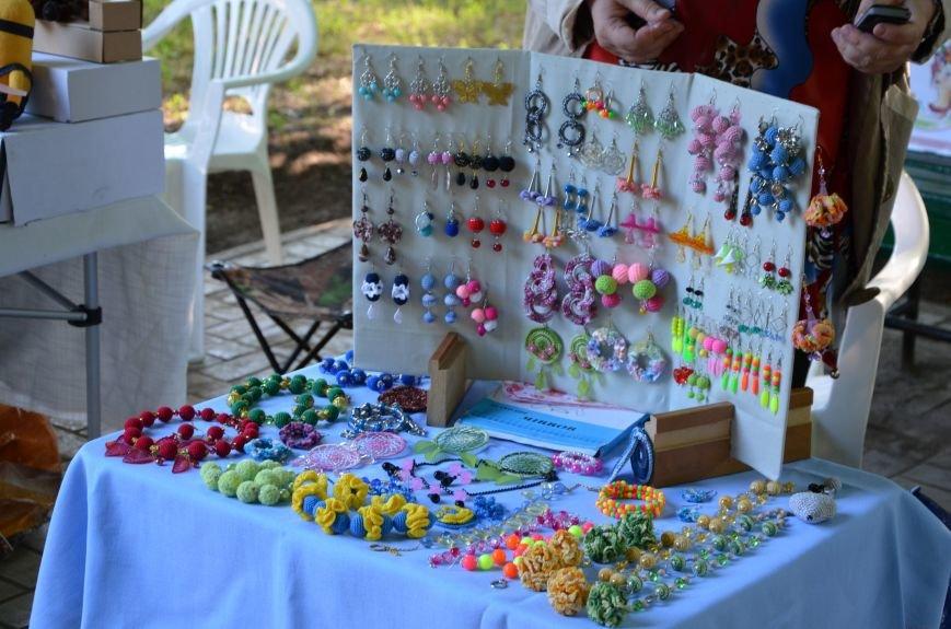 Мариупольские мастерицы показали своих кукол, украшения и расписные бутылки (ФОТО), фото-11