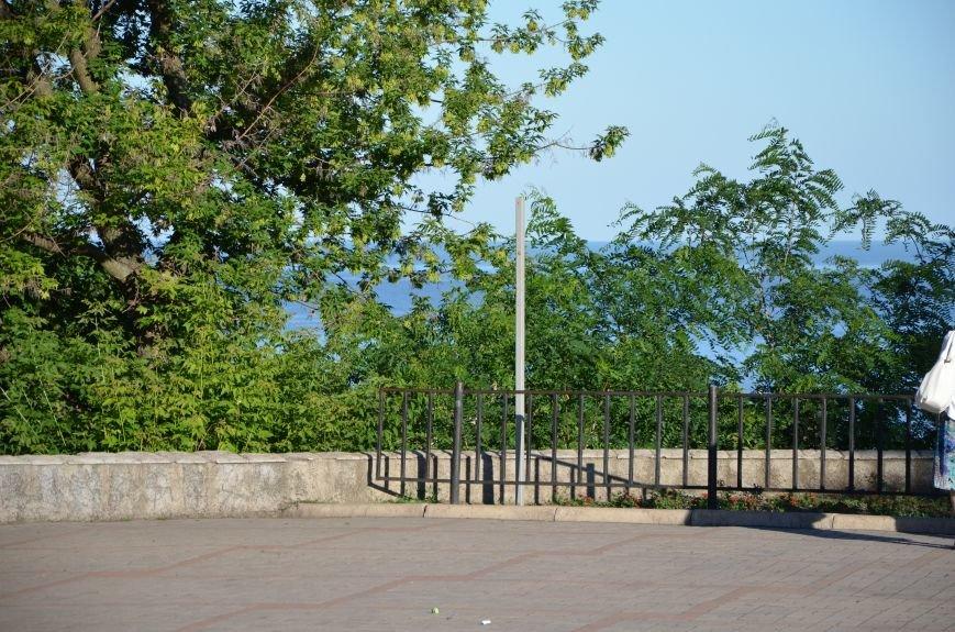 В Мариуполе похитили табличку поцелуев (Фотофакт), фото-2