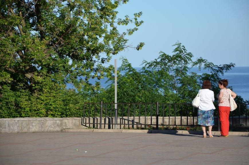 В Мариуполе похитили табличку поцелуев (Фотофакт), фото-1