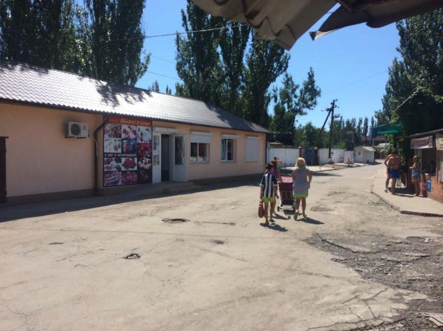 В Мелекино не работает рынок, магазины сдаются в аренду, а отдыхающие не хотят питаться в кафе(Фотофакт), фото-1