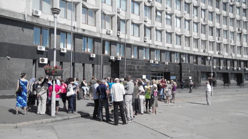 Около ста дворников «Сумыжилья» снова вышли на пл. Независимости требовать свою зарплату (ФОТО), фото-2