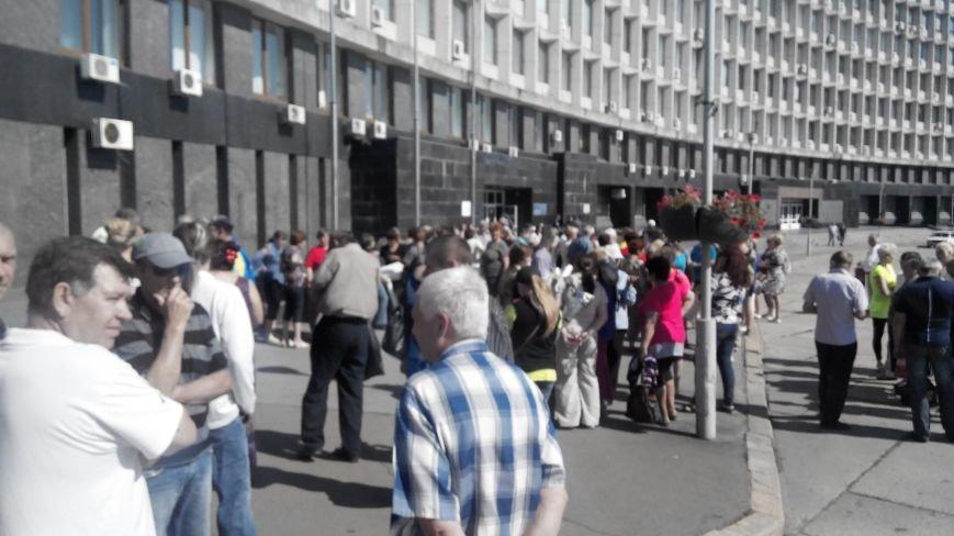 Около ста дворников «Сумыжилья» снова вышли на пл. Независимости требовать свою зарплату (ФОТО), фото-1