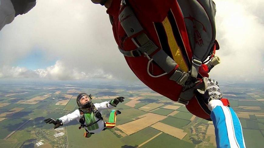 Мариуполец прыгнул с парашютом в вышиванке (ФОТОФАКТ), фото-3