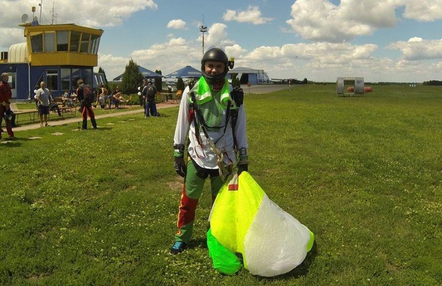 Мариуполец прыгнул с парашютом в вышиванке (ФОТОФАКТ), фото-4