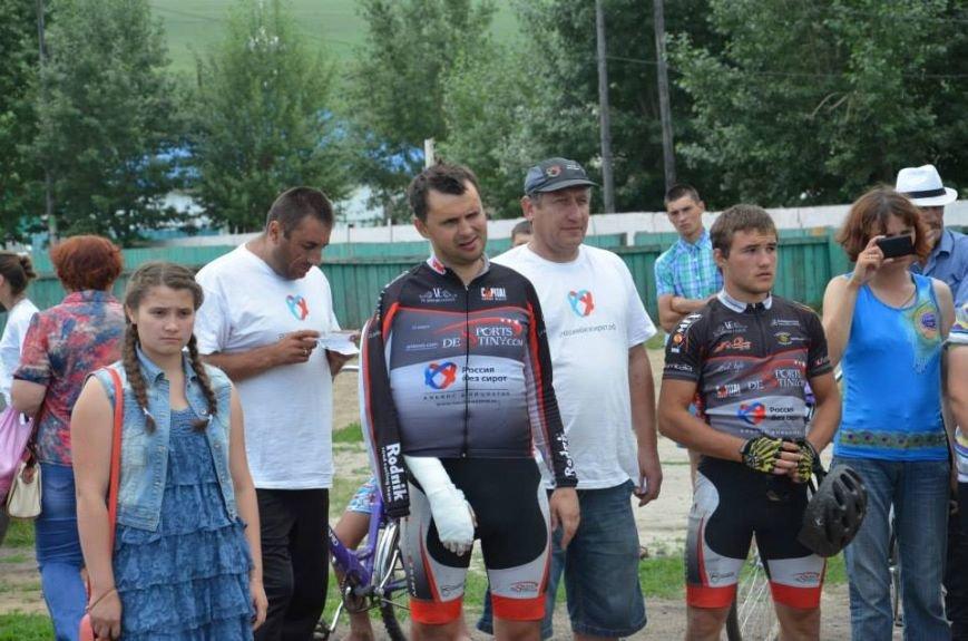 Участник кругосветного велоэкшена из Мариуполя попал в ДТП — сломал руку и сбил оператора (ФОТО), фото-2