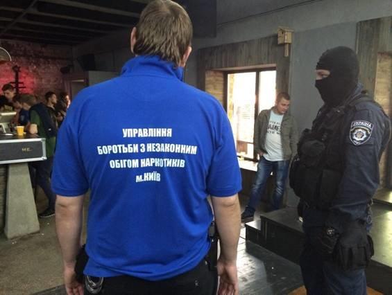 На Подоле силовики накрыли наркопритон  под вывеской ночного клуба (ФОТО), фото-1