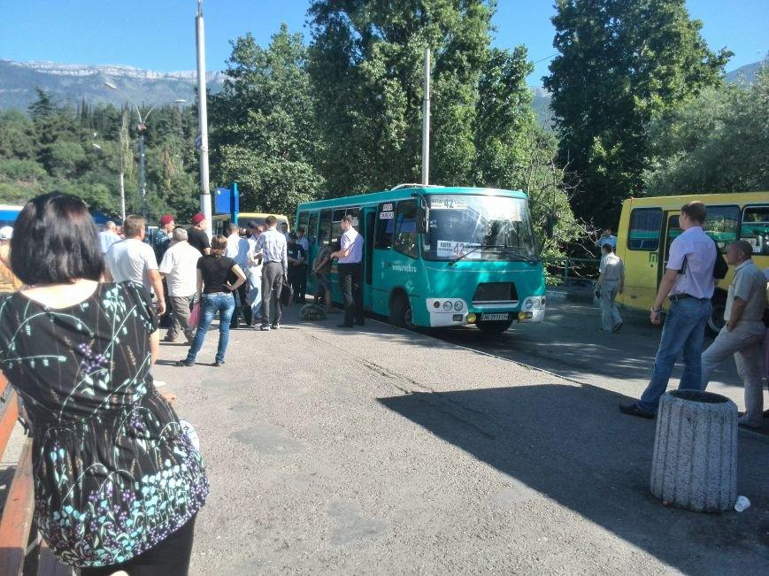 На ялтинском автовокзале «подрезали» мужчину (ФОТО), фото-2