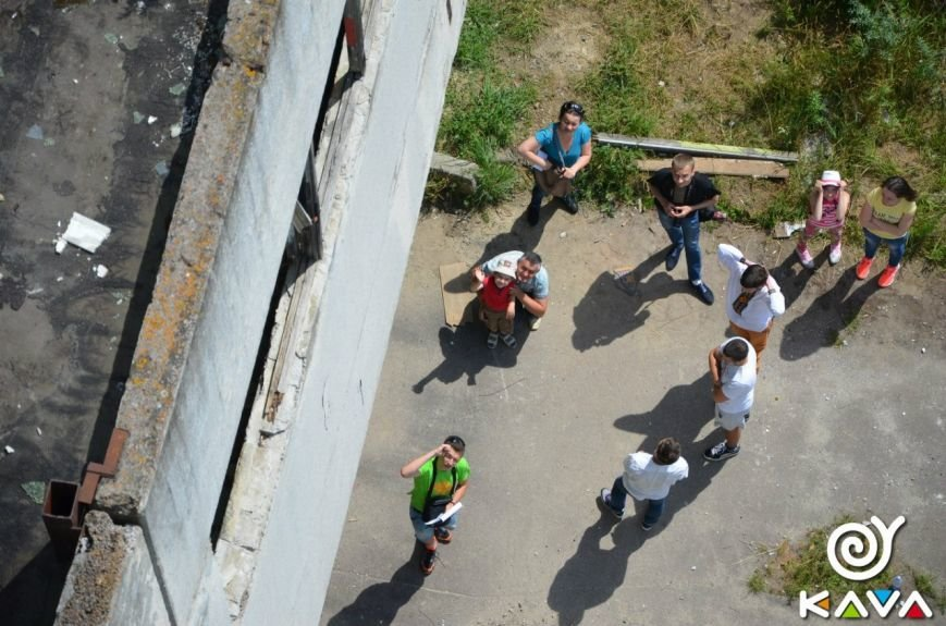 Адреналін зашкалює: у Львові сміливці стрибають з дев'ятиповерхівки (фоторепортаж), фото-5