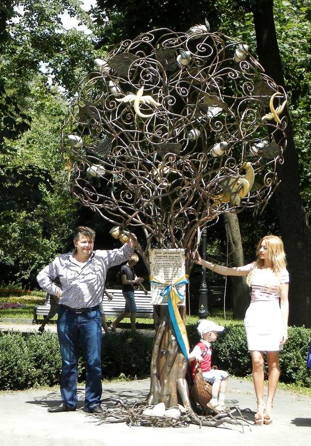 В Киеве «выросло» дерево желаний (ФОТО), фото-1